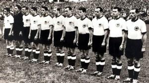 в 1954-м году сборная Германии по футболу, выступавшая в спортивной обуви Adidas