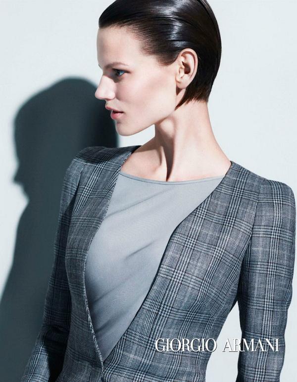В сегодняшней публикации хочу познакомить вас с новой осенне-зимней коллекцией 2012-2013 от итальянского модного бренда Anna Rita N. Приятного просмотра