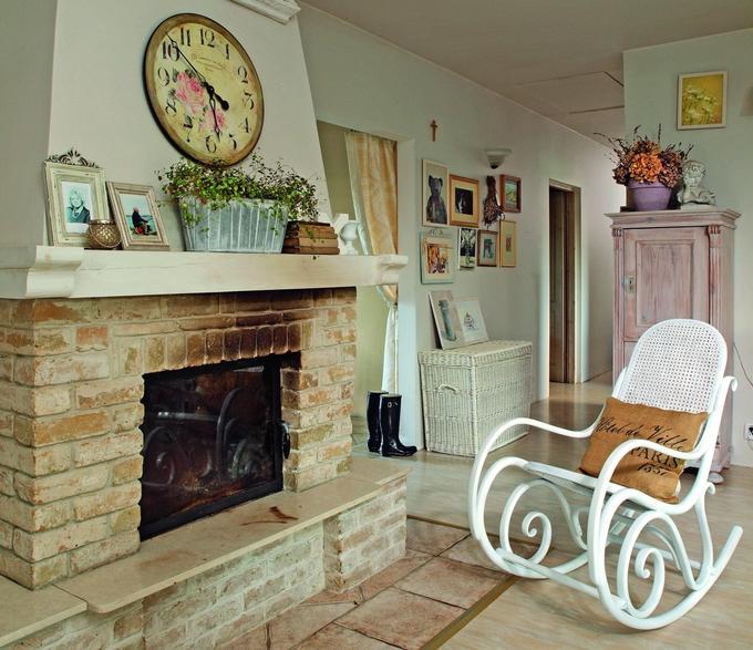 Гостиная в стиле прованс с камином дизайн