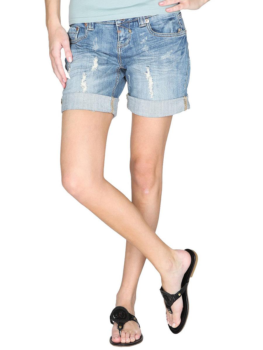 Мода для маленьких мужчин мало чем отличается от моды для взрослых - актуальны джинсовые шорты и шорты-бермуды