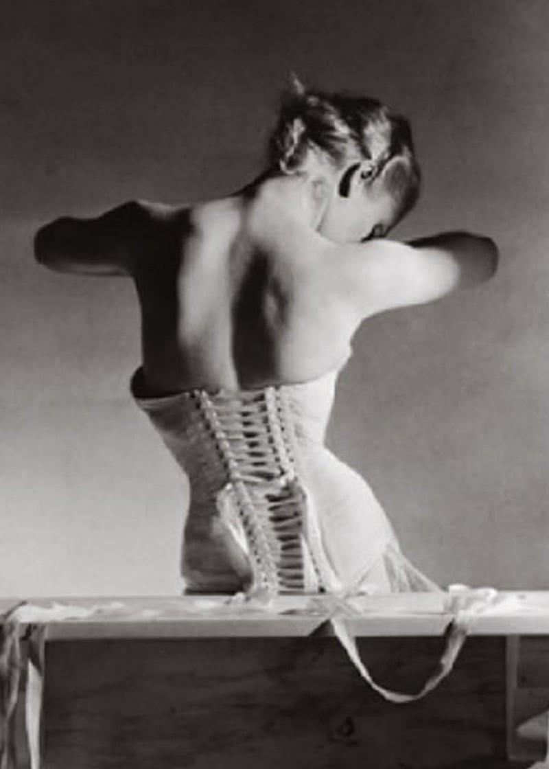 Фото пышногрудых девушек в чёрных корсетах 21 фотография